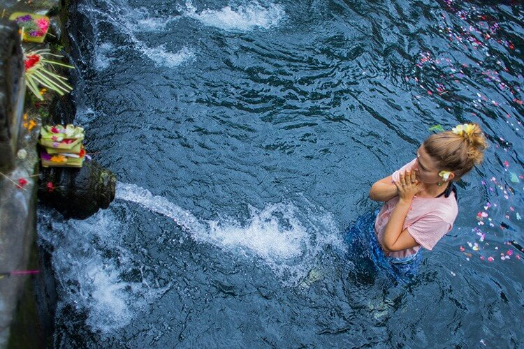 Bali yoga teacher training day trip to Tirta Empul purification temple Ubud