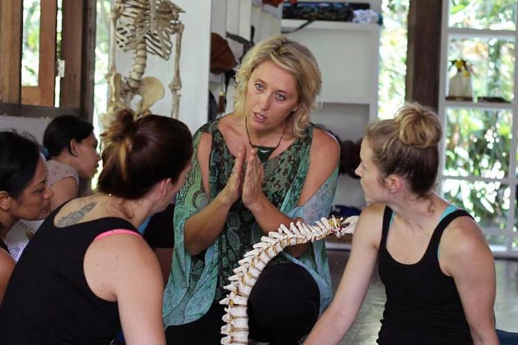 Functional Anatomy teacher Rachel Ellery teaching spinal movement in Bali