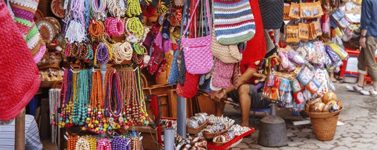 Ubud activity shopping at Ubud traditional market for handicrafts