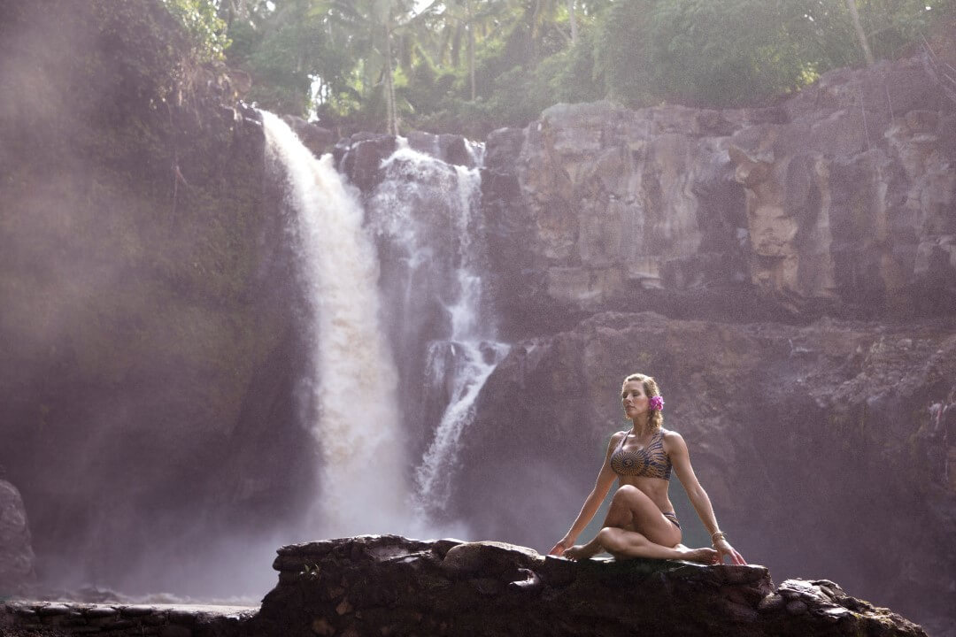 yoga photo session in waterfall in ubud bali with Ulrike Reinhold