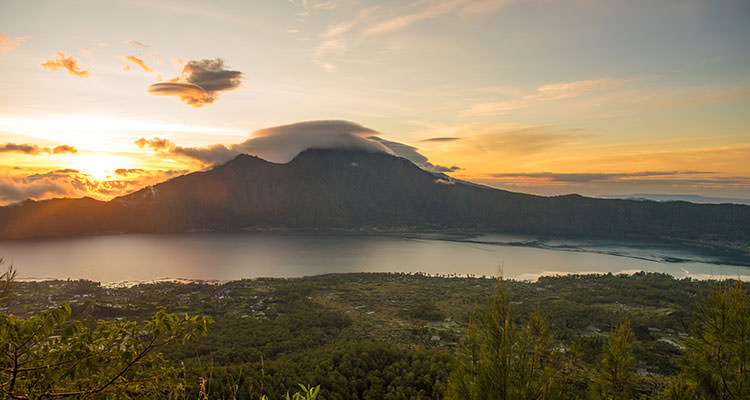 YTT in Bali climb mount Batur and watch the sunrise