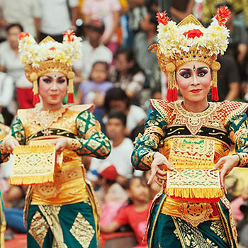 TRADITIONAL BALINESE DANCE