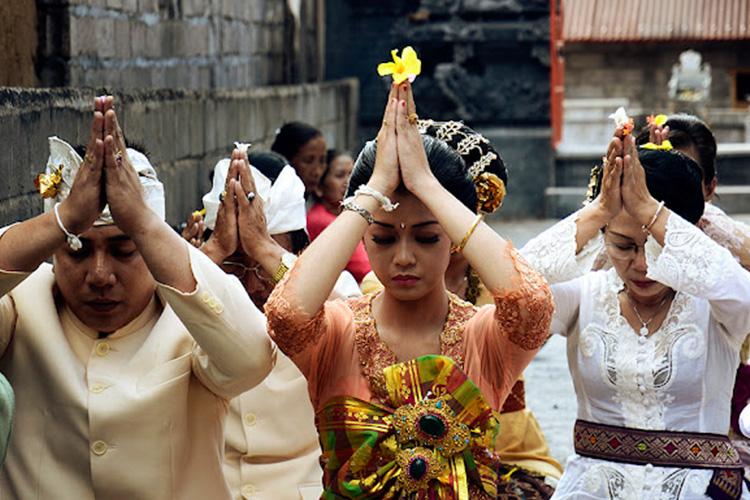 BALI STORIES PRAYER