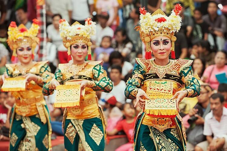 BALI STORIES TRADITIONAL DANCE