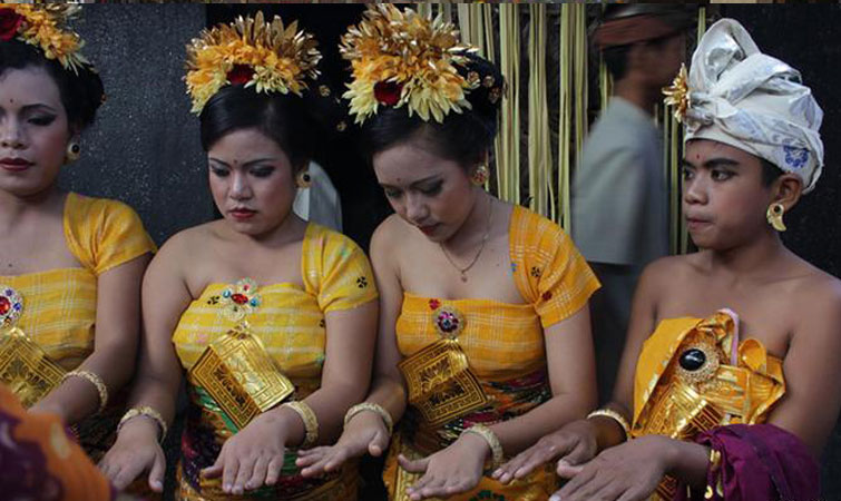ceremony at the coming of age (ngraja swala)